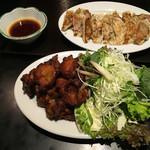 麺の坊 晴天 - 2軒お隣さんの       秀鳳       唐揚げと焼き餃子