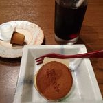 52901344 - 食後のドリンクと甘味(どら焼きと果物羹)