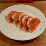 カフェ&レスト 潮騒 - トマトとモッツァレラチーズのサラダ(1人前)