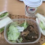 52909328 - 持参の朝ご飯。ハムサンドとポテトサラダ(夕食の)サンド、クリームチーズサンド✨                       お隣の奥様手作りの煮物✨