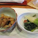 博多なゝ草 - 付き出しです。たいていカウンターの大皿料理の中から2品。