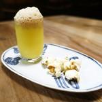 アトリエ フジタ - トウモロコシのスープ、コーヒーの泡  ポップコーン