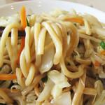 しん嘉 - 薄味で、脂ギッシュ&テラテラしてないところがいいですね。                             麺もチャンポン麺ではなく、専用のもっちりとした中太麺を使ってます。