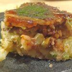 鉄板焼 天 - ボリューム満点なミックスお好み焼きは、海老やお肉がMIX!! 美味しさボリューム共に満点で満足の行く美味しさでした。