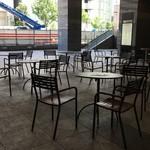 ホテルグランヴィア大阪 ロビーラウンジ - 席は、テラス席のみです。