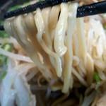 52915349 - 豚そばの麺(太麺)のアップ