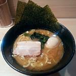 横浜家系ラーメン 梅田家 - 【家系ラーメン(醤油) + 味玉】¥700 + ¥100
