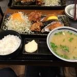 北海道厚岸 - 牡蠣フライと鶏ザンギの定食