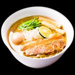 りょう花 - 塩味玉らー麺 790円(税別)