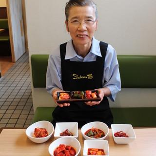 【タレ&キムチ】創業以来、50年変わらない手作りの味。