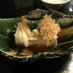 俺の和食英二 - 冷出汁豆腐  480円。    醤油とは違いお出汁と一緒に食べるのでアッサリ!! 暑い日にピッタリ!!