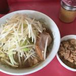ラーメン二郎 - 麺半分・ニンニク少し+脂っKOIWA(600+50円)