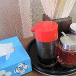 福楽軒 - 卓上です。中華屋さんだから、紅しょうがや高菜はないんですね。