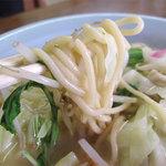 福楽軒 - 麺はチョット変わってる?太いスパゲティみたいにツルツルです。