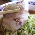 福楽軒 - チャーシュー。豚の腕肉を皮ごと煮込んだものらしい。