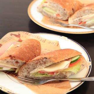 十六穀パンの野菜サンド