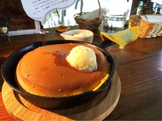 ミツバチガーデン カフェ - スノーハニーパンケーキ750円