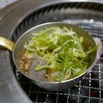 京の焼肉処 弘 - 牛もつ煮込み(580円)