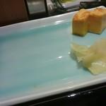 築地寿司岩 - お皿がセット