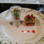 Happouembanketto - 野菜とサーモントラウトのミルフィーユ レムラードソース 無花果のコンフィー&チェリーモッツァレラとリエット