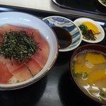 いたに土産物店 - 料理写真:マグロ丼 ¥900-