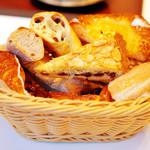 アルティジャーノ - バスケットいっぱいにパンを入れました^ ^