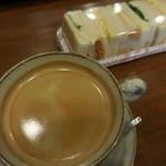 52941619 - ポテト&エッグサンド+コーヒー 390円