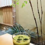 田頭茶舗 - カフェが多い広島市で、こちらは和と抹茶をモチーフとした少数派の存在。 でも、後から、私が住む福岡市にも2軒の支店があることが分かりました(笑)。