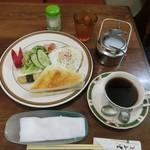 喫茶軽食ハッピー - モーニングセット700円(税込)