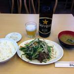 かいどう - ニラレバ炒め定食740円とビール大瓶600円