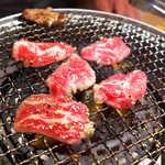 52947270 - 少し赤みが残るくらいで食べるのがポイント。赤身ならではの旨さを堪能できます