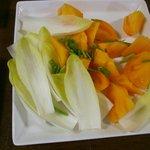 魚孝鮮魚センター - アンディーブとイエロートマトのサラダ