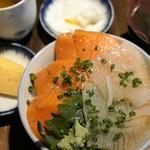 はじめ鮮魚店 - 生サーモン、いか丼・ランチ千円=16年6月