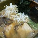 まん吉 - 料理写真:海苔が珍しいラーメン半チャンセット850円