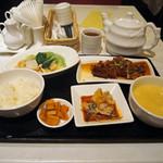52955856 - 海老・イカと季節野菜の炒め 鶏肉の揚げもの香味ソース