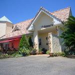 ウシマル - 田んぼの中にぽっんとある一軒家のレストランです
