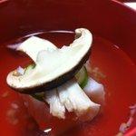 三滝茶屋 - 松茸の香りがぱふぅんと。下はカニの…なんだろう?ユリネのような…分からんけどおいしかった。