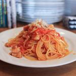代官町バール - 鶏肉 キャベツ パプリカのトマトスパゲッティ チーズがけ 大盛☆