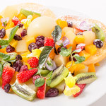 清里カフェ - 料理写真:山梨ならでは!!地元フルーツたっぷりのパンケーキ