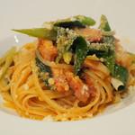 イタリア料理 アルディラ - パスタ:ベーコンと九条ネギの軽いトマトソース(メッツ リングイネ)