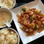 紅虎餃子房 - ランチ 海老と鶏肉のピリ辛炒め
