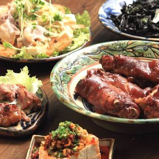 県産食材を生かした自慢の沖縄料理