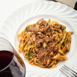 料理と合わせて楽しみたい、自家製カクテルやワイン
