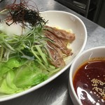 鉄板焼お好み焼 花子 - ピリ辛冷つけ麺です。