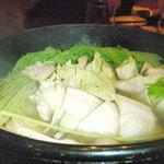 個室みちのく旅籠 ゆるり屋次郎 - 白菜が煮えたら完成です!