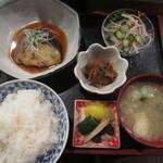あぶりや食堂 - 煮魚定食 1000円 (2016.5)