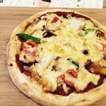 カレークラブ 亜詩麻 - トマトソースのベジタブルピザ