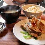 base cafe - 玄米ごはんとお味噌汁(番茶ポット付) 630円 + キビの揚げ餃子