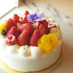 パティスリーココアンジュ - 【ホールケーキ】定番から季節商品まで、ホールケーキもご用意しています。