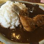 高畑まんま亭 - 骨付き鶏もも肉が乗ったカレーはビジュアル良し!
